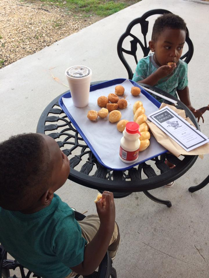 kids eating donuts